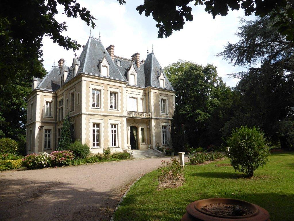 chateau a vendre tournus 1177 m2 prix nous consulter immobilier cuisery bourgogne. Black Bedroom Furniture Sets. Home Design Ideas