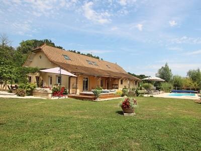 PROPRIETE A VENDRE - TOURNUS - 295 m2 - 498000 €