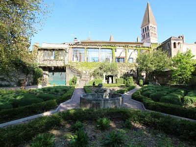 PROPRIETE HISTORIQUE FACE A L ABBAYE A VENDRE - TOURNUS Abbatiale - 367 m2 - 685000 €