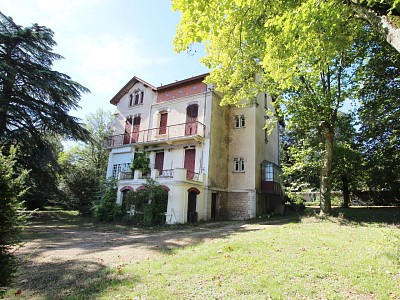 PROPRIETE A VENDRE - TOURNUS - 285 m2 - 665000 €