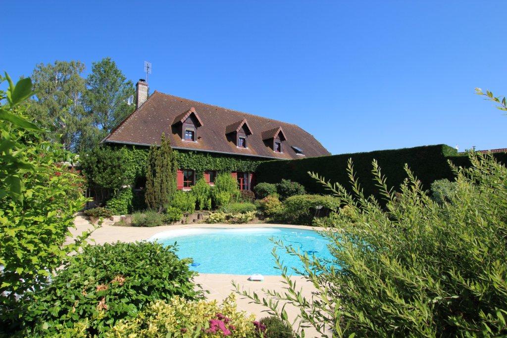 MAISON - LOUHANS - 297 m2 - 319000 €