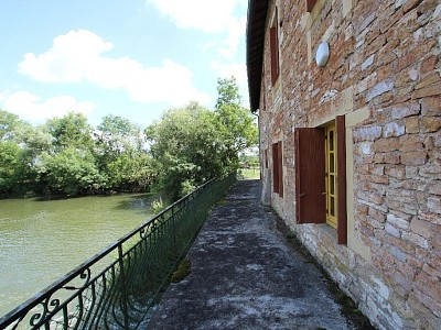 PROPRIETE A VENDRE - LA CHAPELLE DE BRAGNY - 289 m2 - 160000 €