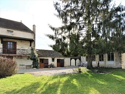 PROPRIETE A VENDRE - TOURNUS - 239 m2 - 428000 €